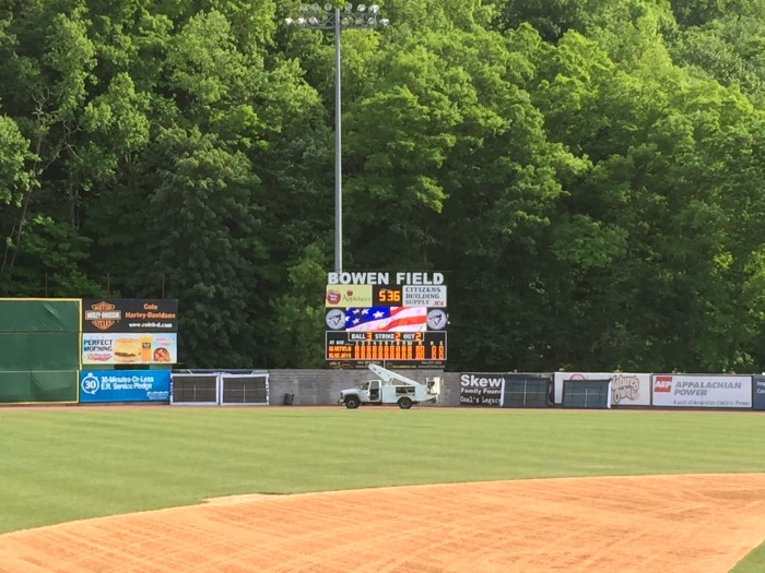 The Bluefield Blue Jay's have teamed up with Time Technologies, Inc. to install their new scoreboard at BOWEN FIELD in beautiful Bluefield, VA.  Installation has been completed for their professional baseball team's first game!